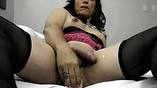 Dirty tranny cuws wiith dildo solo
